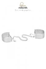 Menottes / Bracelets en chainettes métalliques argentées : D'originaux bracelets en métal argenté qui se transforment en menottes dans l'intimité.